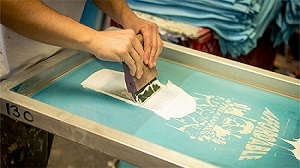 cover screen with emulsion for silk screen printing