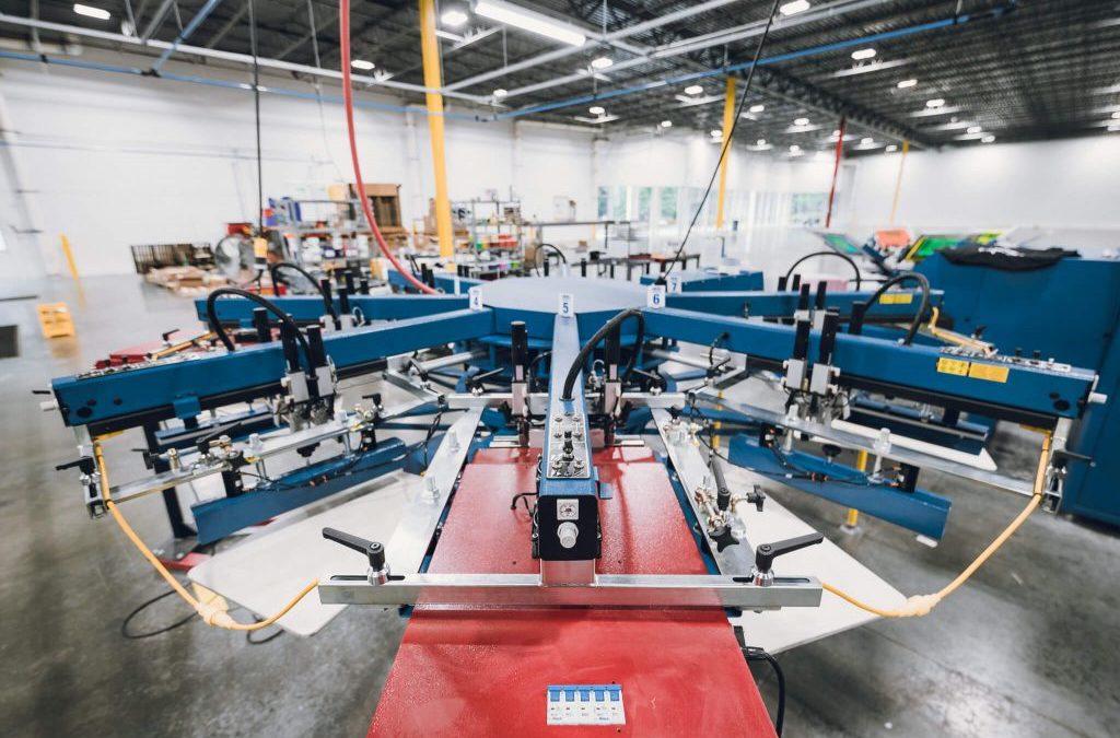 Direct To Garment Printing vs Silkscreen Printing (2021)